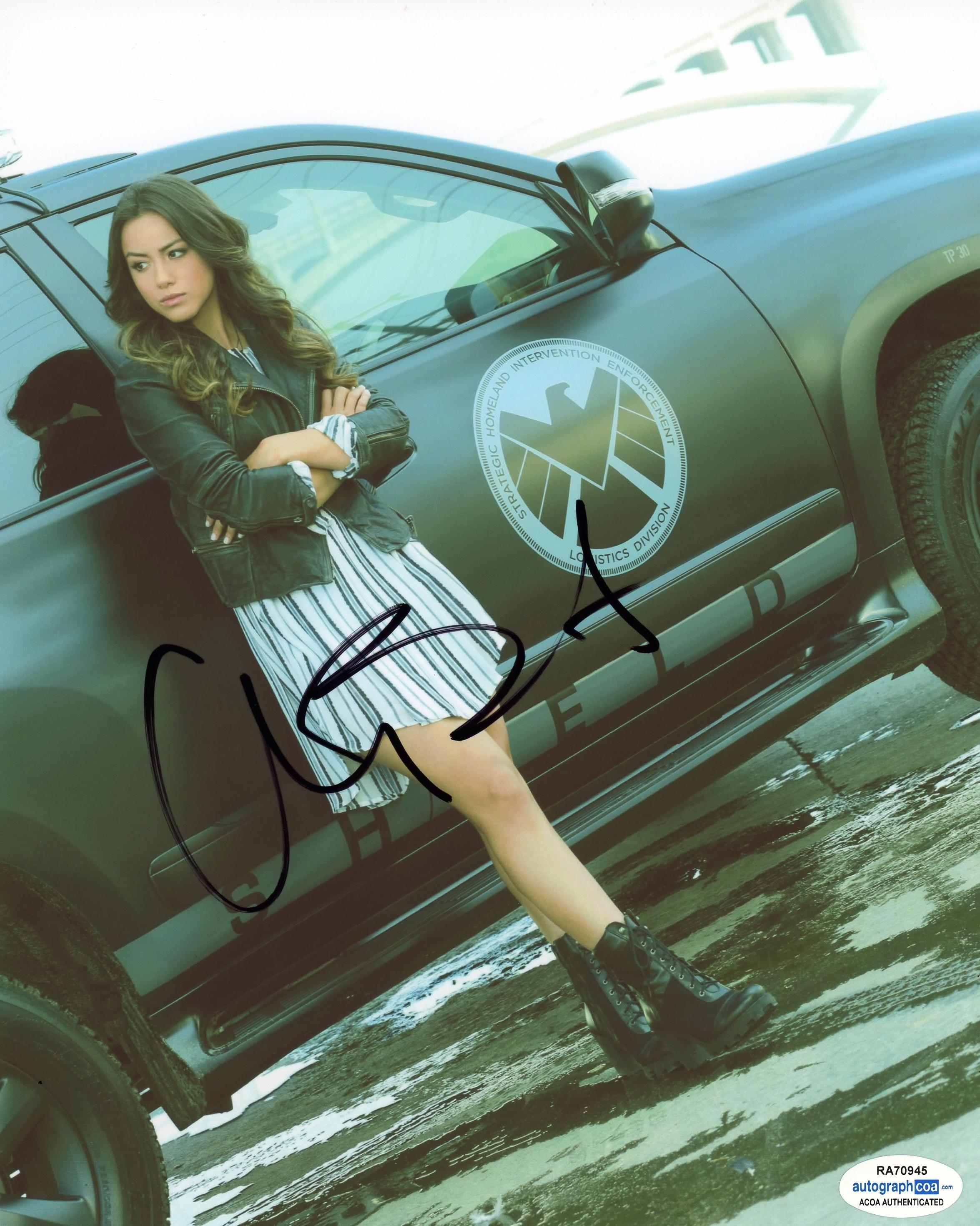 Chloe-Bennet-034-Agents-of-SHIELD-034-AUTOGRAPH-Signed-8x10-Photo-ACOA thumbnail 2